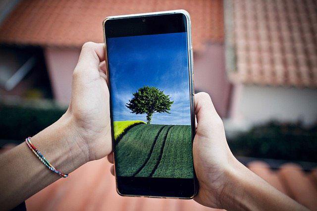 Jaki smartfon kupić Huawei czy Samsung? Jak wybrać telefon